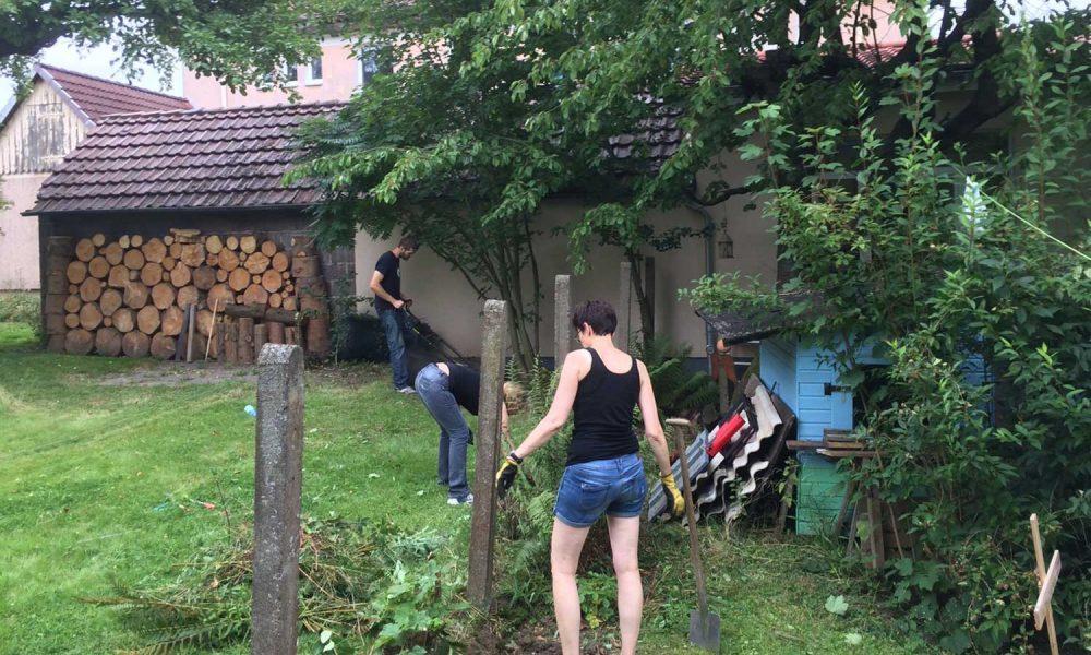 Ehrenamt_Slider_Gartenarbeit